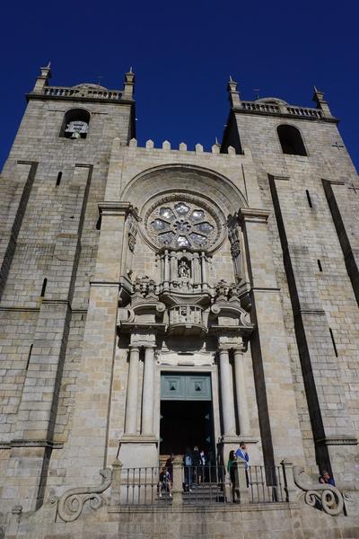 La façade de la cathédrale de Porto