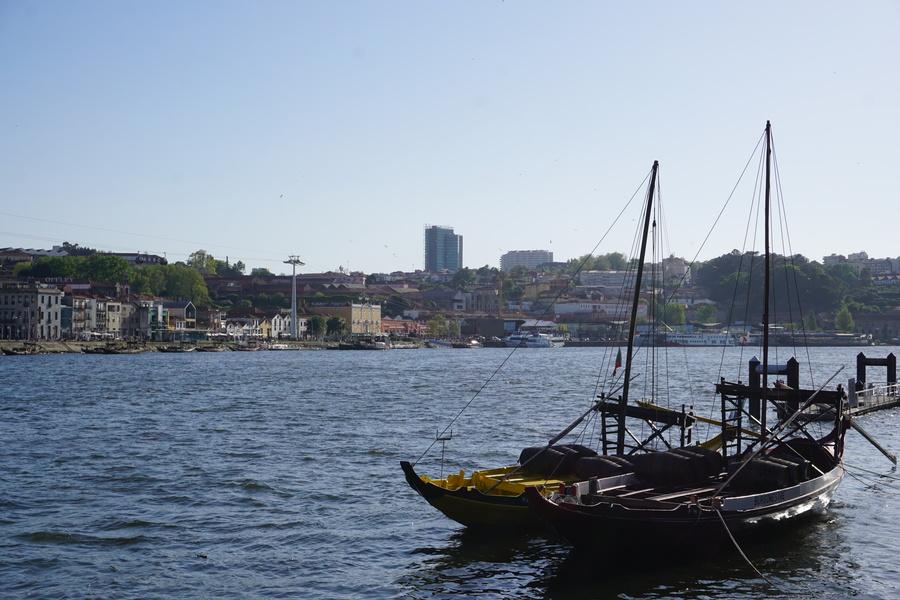 Les bateaux de transport du Porto et les caves