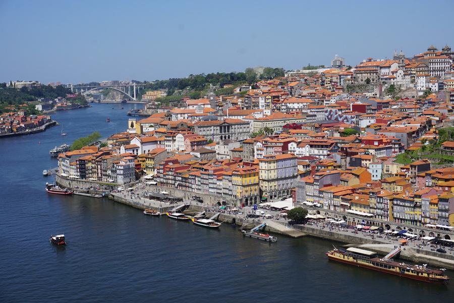 Vue sur Porto, le Douro et la promenade le long du Douro
