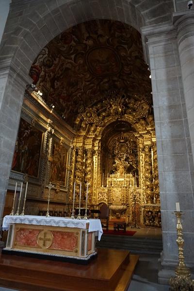 Encore une église richement décorée!