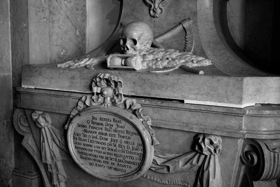 Des tombeaux…