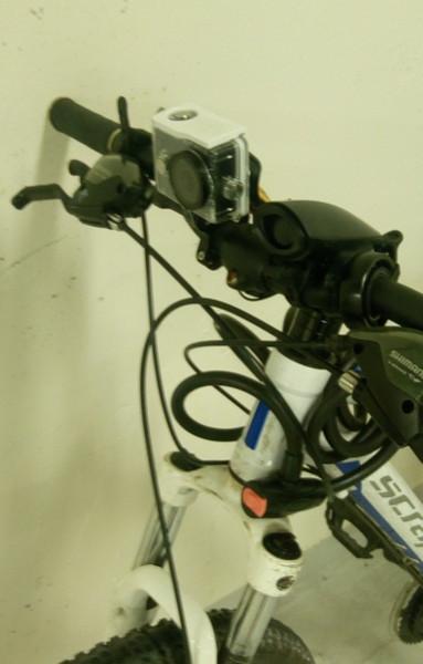 Montage de ma caméra sur mon vélo, vue de face