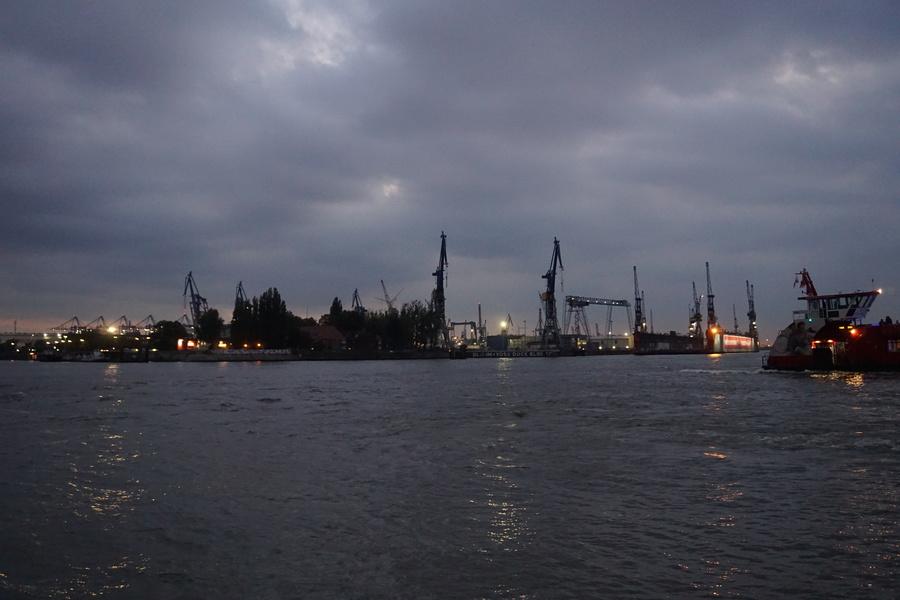 Les grues sur le port de Hambourg