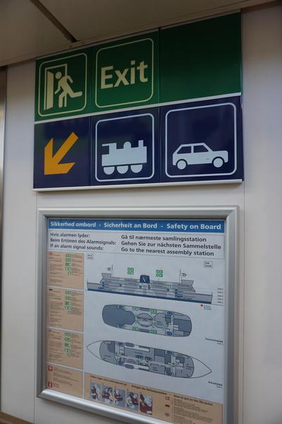 Des pictogrammes surprenant dans un ferry